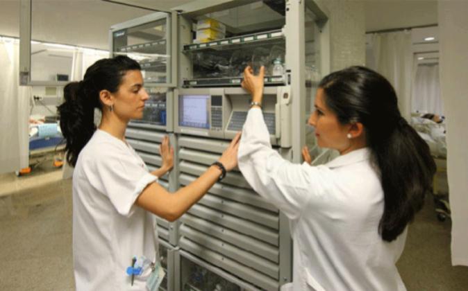 Enfermeras en el Hospital Virgen del Rocío, en Sevilla, en una imagen...