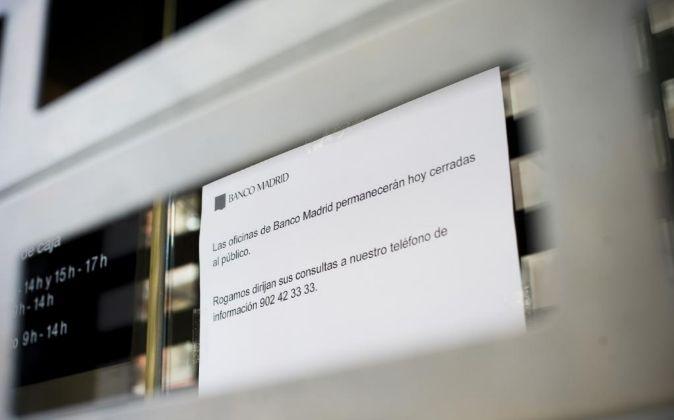 Banco Madrid Cerrado Intervenido, Clientes en la puerta, prensa,...