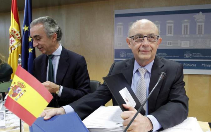 El secretario de Estado de Hacienda, Miguel Ferre, con el ministro de...