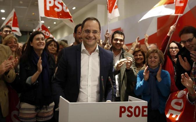 El secretario federal de Organización del PSOE, César Luena, el...