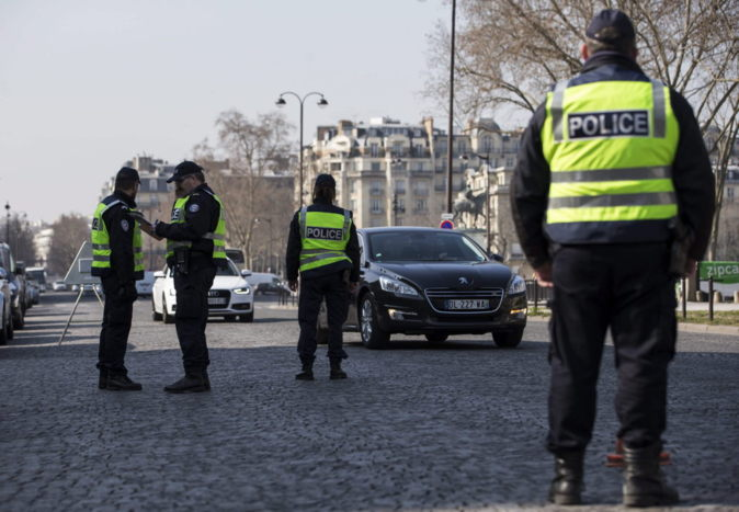 700 agentes de policía controlaron la restricción de tráfico para...