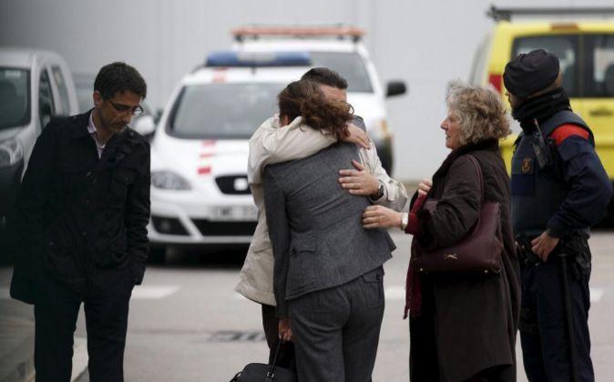 Familiares de las víctimas del vuelo de Germanwings, en el Aeropuerto...