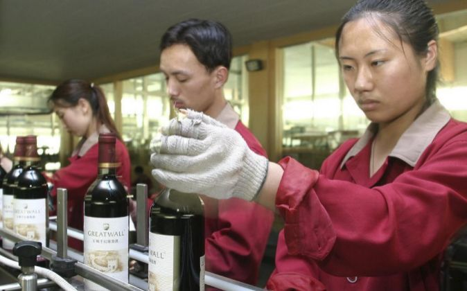 El vino Great Wall, que comercializa Cofco, está en todos los...