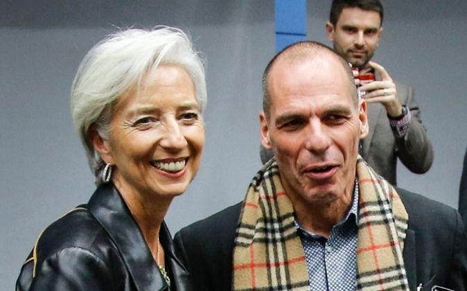 La directora gerente del FMI, Christine Lagarde, junto al ministro de...