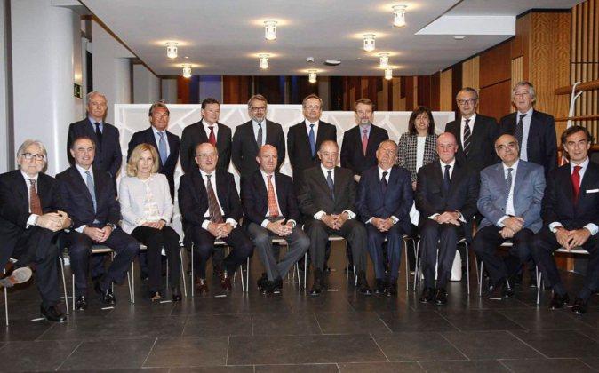 En la foto, de pie, de izquierda a derecha, Alberto Palatchi...