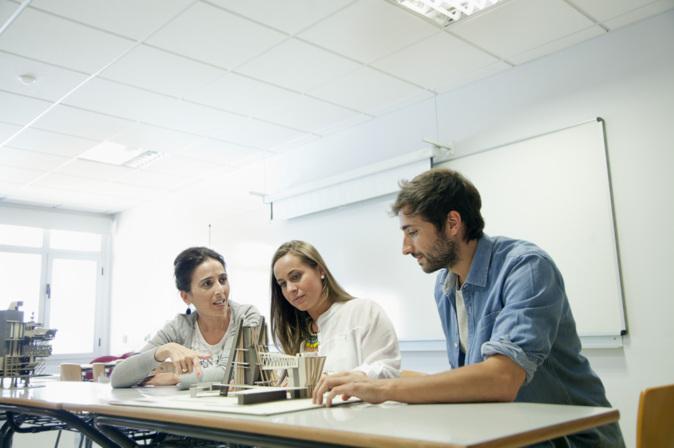 Alumnos de la Universidad Camilo José Cela de Madrid, uno de los...