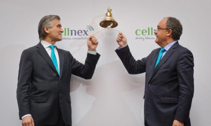Francisco Reynés (a la izquierda) y Tobías Martínez, tocan la...