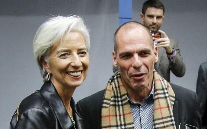 La directora gerente del FMI, Chistine Lagarde, y el ministro de...