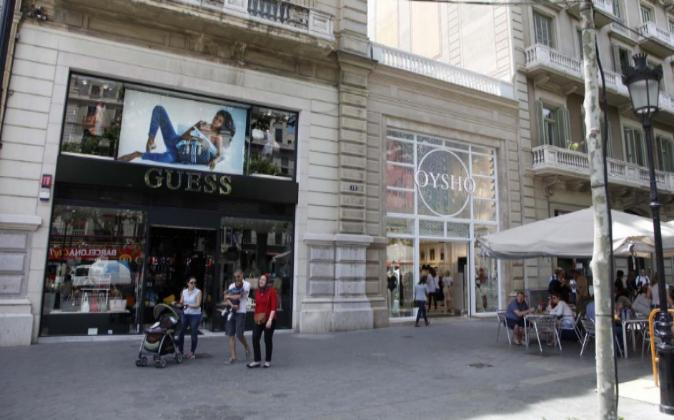 Comercios en el Paseo de Gracia de Barcelona.