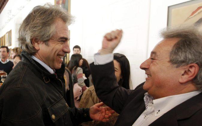 Máximo Caturla con Alfonso Rus, en diciembre de 2011 después de que...