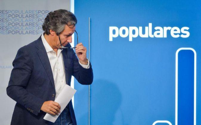 Carlos Floriano, ayer en la sede del PP en Génova tras conocerse el...