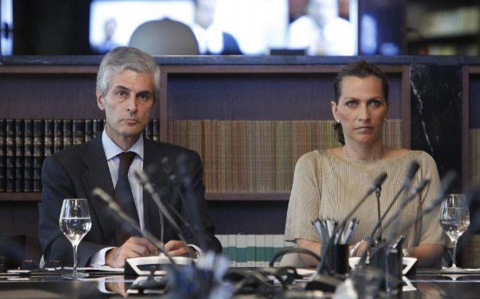 Adolfo Suárez Illana, presidente de Ontier, junto a Ximena Caraza,...