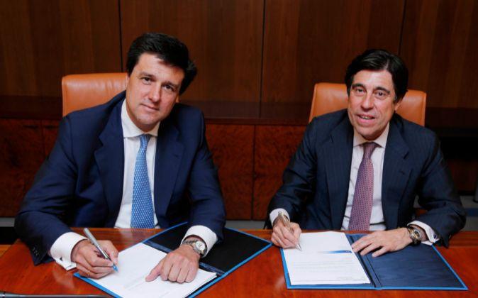 Ismael Clemente (a la izquierda), presidente de Merlin Properties,...