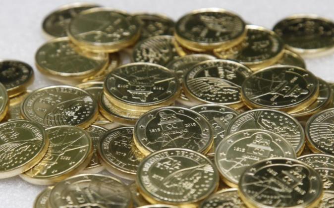 Vista de varias monedas conmemorativas de la Unión Europea