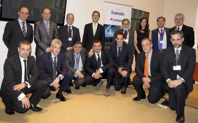 Arriba, de izq. a dcha.: José San Blas (Deusto Business Alumni),...