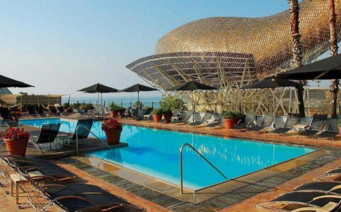 La piscina del Hotel Arts, con vistas al mar, ha sido escenario de...