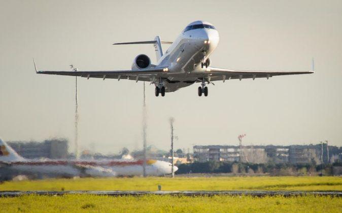 Avión despegando desde el aeropuerto de Barajas.