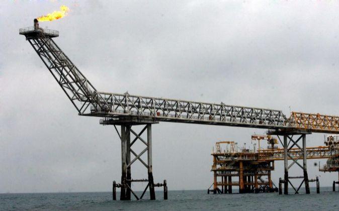 Plataforma de petróleo en Assalouyeh (Irán).