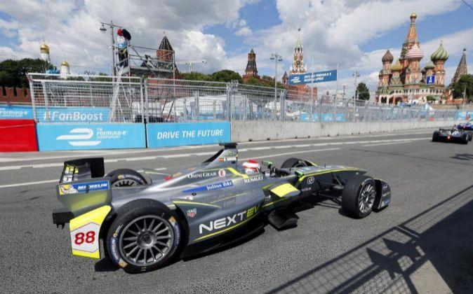 La Fórmula E se corre en medio de las ciudades (en la imagen,...