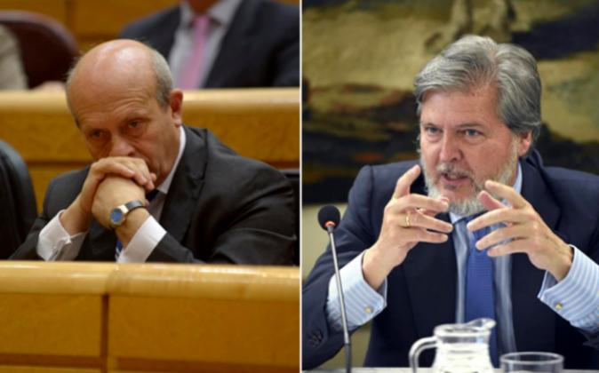 José Ignacio Wert (izda.) ha sido relevado como ministro de...