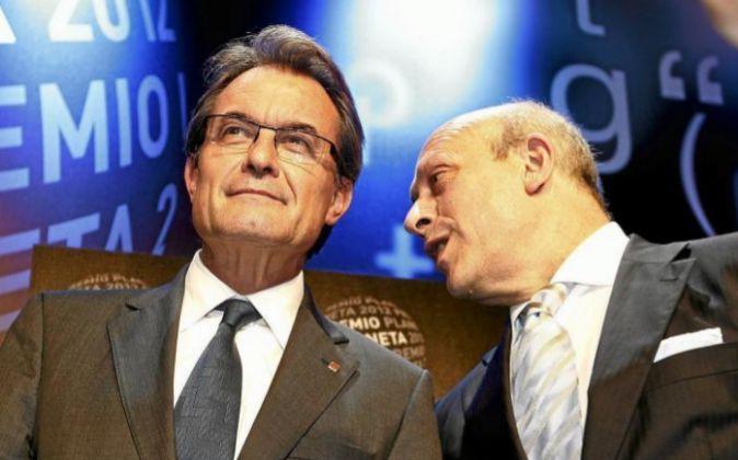 El presidente de la Generalitat de Cataluña, Artur Mas (i), y el ex...
