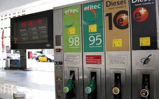 Surtidores en una gasolinera de Repsol.