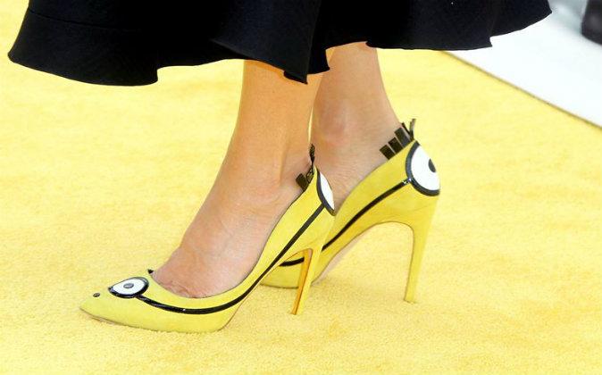 La actriz Sandra Bullock luce unos divertidos zapatos inspirados en...