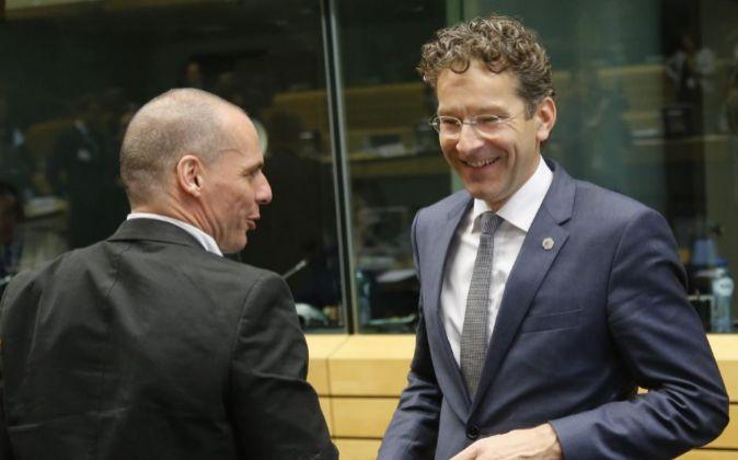 El ministro de Finanzas griego, Yanis Varufakis, y el presidente del...
