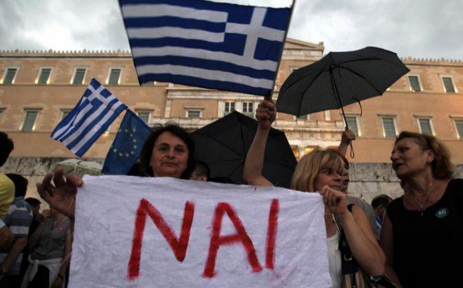 """Manifestantes que apoyan el """"Si"""" en Grecia."""