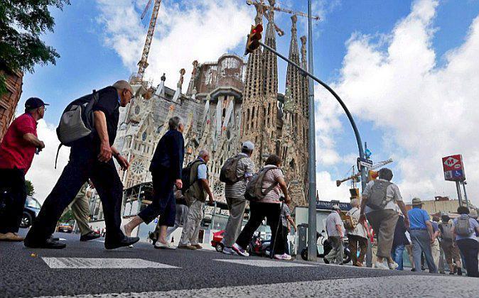 Turistas en la Sagrada Família de Barcelona, en una imagen de...