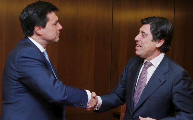 A la izquierda el presidente de Merlin, Ismael Clemente, junto con...