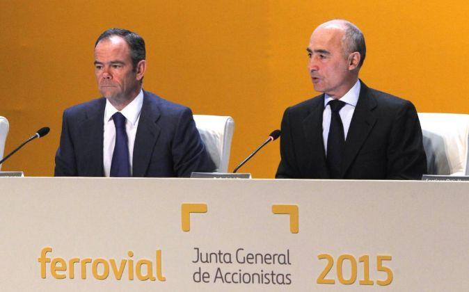 Rafael del Pino (d), presidente de Ferrovial, e Iñigo Meirás,...