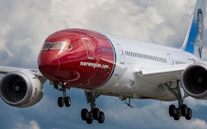 Avión de Norwegian tomando tierra.