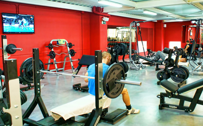 Interior de un gimnasio de la cadena Basic Fit.