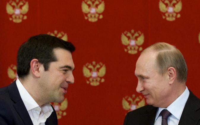 El presidente ruso, Vladímir Putin, y su homólogo griego, Alexis...
