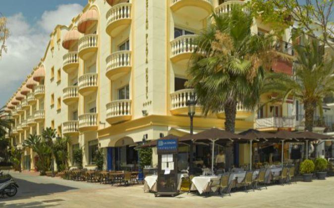 El Hotel San Sebastián Playa está ubicado en Sitges, en primera...