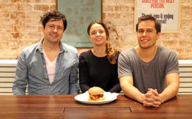 Los fundadores de Bacoa, de izq. a der., Hans Spielthenner, Paula Lera...