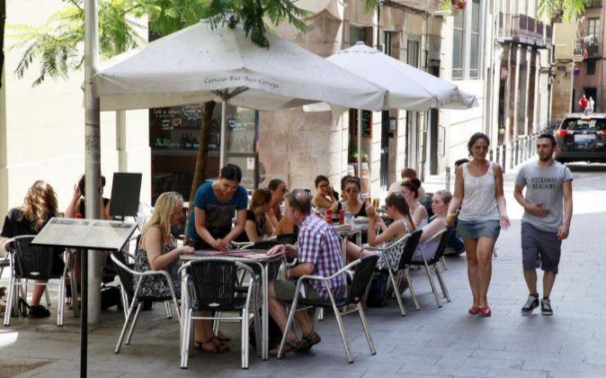 Turistas en el Barrio gótico de Barcelona.