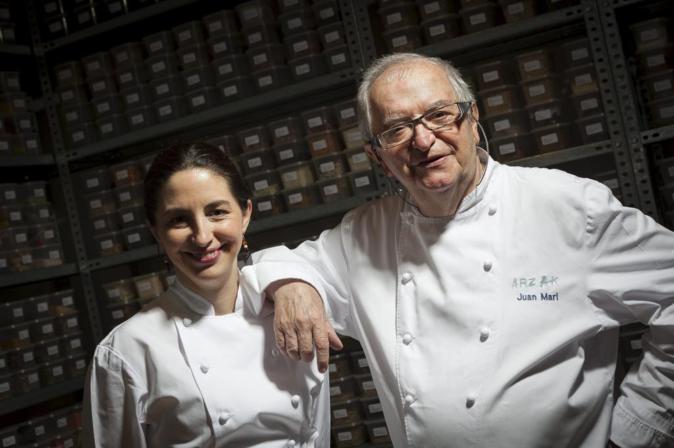 Juan Mari Arzak junto a su hija Elena, que lleva más de veinte años...