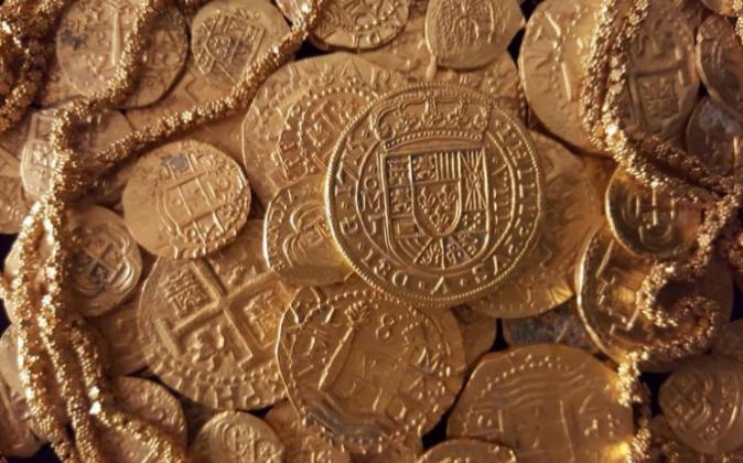 Monedas de oro pertenecientes al tesoro hallado en Florida