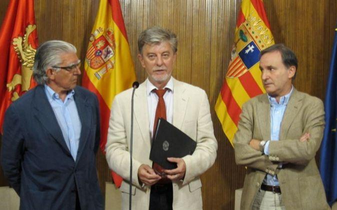 El alcalde de Zaragoza, Pedro Santisteve, con consejeros del Real...