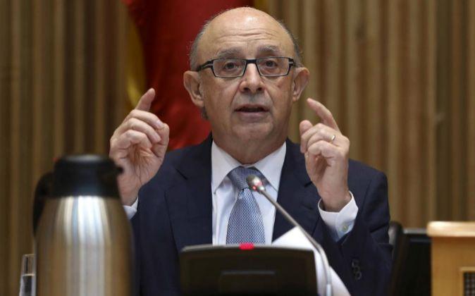 El ministro de Hacienda, Cristóbal Montoro, durante la presentación...
