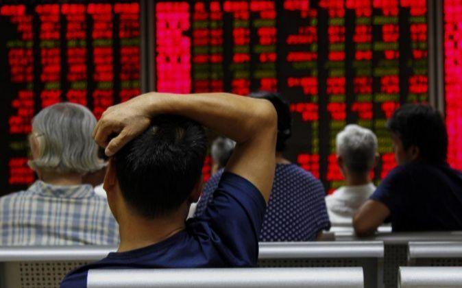 Inversores chinos siguen atentos a las pantallas con la evolución de...