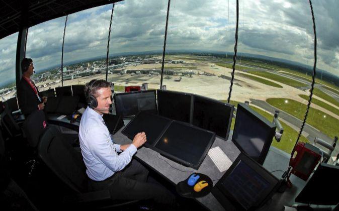 Controlador aéreo en el aeropuerto de Manchester.