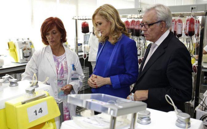 Cristina Cifuentes con el Consejero de Sanidad, Jesús Sánchez Martos