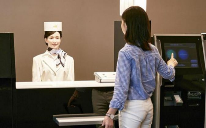 Un hotel atendido por robots. El hotel Henn-na, en Nagasaki (Japón),...
