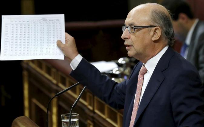 El ministro de Hacienda, Cristóbal Montoro, durante su defensa de los...