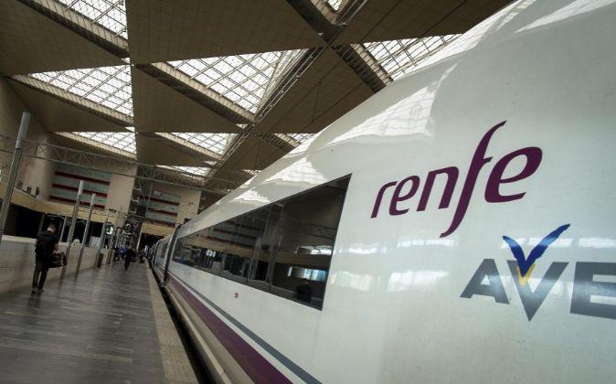 Tren AVE en la estación de Zaragoza.