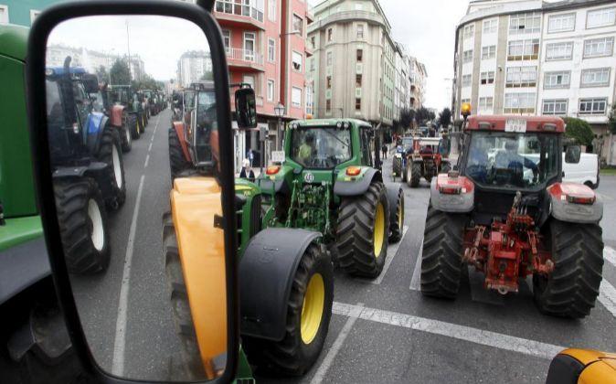 Cientos de tractores se dieron cita ayer en Luego, como protesta por...