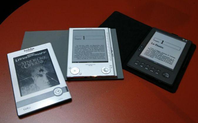 LIBRO ELECTRONICO. E-books are on display at the Paris Book Fair..
